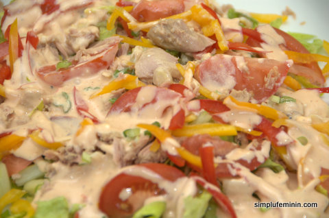 Salata de ton cu dressing Thousand Island