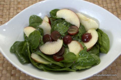 Salata de baby spinach, mar si boabe de struguri