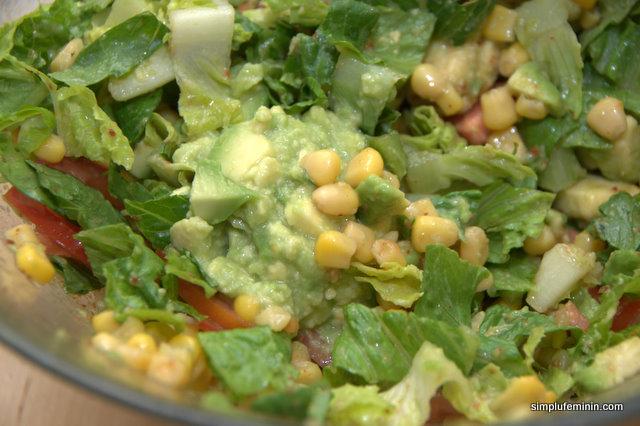 Salata de avocado cu porumb