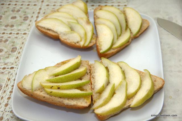 Sandwich cu pere si paste cu mirodenii