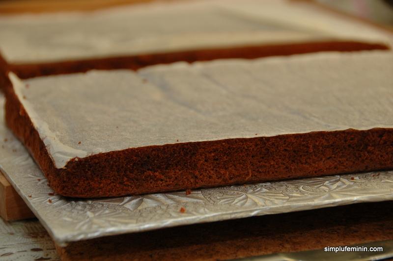 Tort de ciocolata, frisca si foi cu miere (Kinder pingui)