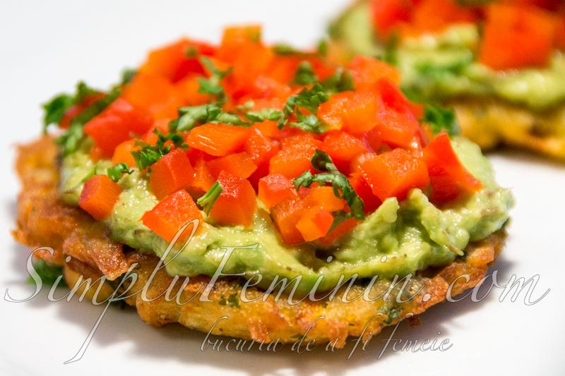 chiftele cartofi, avocado (latke)