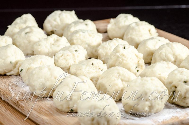 Briose (muffins) cu rozmarin, branza brie si smochine